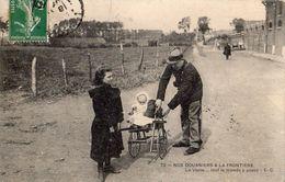 """TOURCOING RUE DE LA BOURGOGNE ? DE LA SERIE NOS DOUANIERS A LA FRONTIERE """"LA VISITE TOUT LE MOONDE Y PASSE"""" - Douane"""