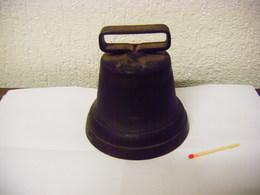 CLOCHE ANCIENNE EN BRONZE MODELE N° 10 BELLE ET FORTE SONORITE - Bells