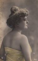 JUNGE HÜBSCHE FRAU - Fotokarte Gel.1907, Gebrauchsspuren - Frauen