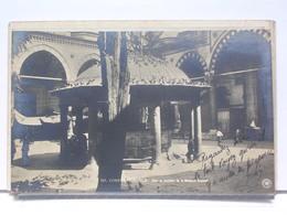 CONSTANTINOPLE -  COUR ET FONTAINE DE LA MOSQUEE BAYAZED - ANIMEE - 1919 - Turquie