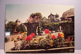 AUBAZINE    - Parterre De Fleurs  - ( Pas De Reflet Sur L'original ) - France