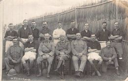 Militaria > Guerre 1914-18 Carte Photo Originale Camp De Prisonniers à Identifier Sportifs Et Officiers - Guerre 1914-18