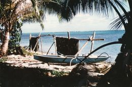 712Ma  Tahiti Grande Photo Originale (27cm X 17cm) Pirogue Et Filets De Pêche Au Séchage - Tahiti