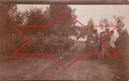 CP Photo Aout 1915 KOSZKI (Orla, Powiat De Bielski) - Prisonniers Russes (A189, Ww1, Wk 1) - Pologne