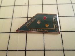 PIN812e Pin's Pins / De Belle Qualité Et Rare / SPORTS : BILLARD BOULES ET QUEUE SPORT DE MECS ACADEMIE COULOMMIERS - Billiards
