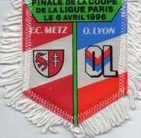 Fanion Du Match  FC METZ / LYON  Coupe De La Ligue Finale 1996 - Habillement, Souvenirs & Autres