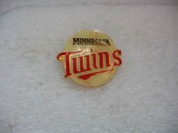 Pin's Des Minnesota Twins En Anglais, Franchise De Baseball Basée à Minneapolis évoluant Dans La Ligue Majeure Du Baseba - Baseball