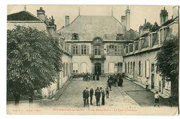 CPA 52 Haute-Marne Bourbonne-les-Bains Ecole Notre-Dame La Cour D'Honneur Animé - Bourbonne Les Bains
