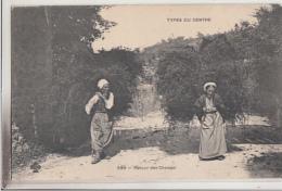 TYPES DU CENTRE        RETOUR DES CHAMPS        FEMMES CHARGEE DE FOIN        PIONNIERE - France