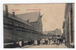 Herenthals    De Capucienenstraat (met Veel Volk) - Herentals