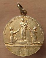 Médaille Jeanne D'Arc En Vermeil Signé DROPSY - Profesionales / De Sociedad