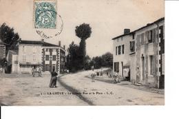CPA 17  LA GREVE   LA GRANDE RUE ET LA PLACE - France
