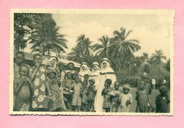CAMEROUN - RELIGIEUSES DE LA SAINTE UNION DES SACRES COEURS - DISTRIBUTION DES MACALAS A BANKA - Cameroon