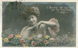 Belle Femme  -    L 'Amitié Est Une Fleur Qui Ne Meurt Jamais        AF437 - Femmes