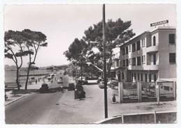 CPSM LA CIOTAT La Promenade Au Bord De Mer Et L' Hôtel MIRAMAR - La Ciotat