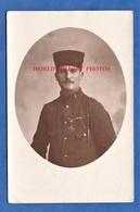 CPA Photo - LISIEUX - Portrait D'un Poilu Du 8e Régiment De Zouave Ou Tirailleur - Médaille WW1 Photographie Fillon - Guerra 1914-18