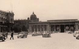 """Photo Originale Wien, Äußeres Burgtor, & Voitures BMW, Käfer, Lancia, Ford, """"Iustitia Regnorum Fundamentum"""" - Places"""