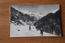 Cpa   Pyrénées Eaux Bonnes  Ski Un Concurrent  Militaire Route De Gourrette - Eaux Bonnes
