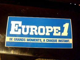 Autocollant  Publicite Radio Europe 1 De Grands Moments A Chaques Instants - Adesivi