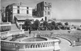 Les SABLES D'OLONNE: Place Du Palais De Justice Et Hotel Du Palais - Sables D'Olonne