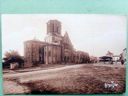 85 ,vouvant ,la Place Et L'église.........non Circulée - France