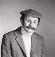 Journaliste Laurent Broomhead Deguisement Beret Moustache Ancienne Photo 1980's - Famous People