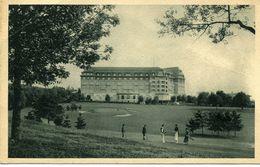 CPA 88 Vosges VITTEL   Le Golf Et L'Hotel De L'Ermitage Avec Golfeurs - Vittel Contrexeville