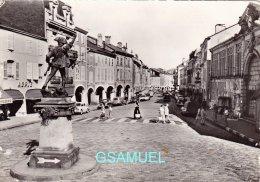 88 – REMIREMONT - GRANDE RUE ET MONUMENT DU VOLONTAIRE DE 1792 PAR CHOPPIN 1899 ED MAGE ANIMEE  - Marcophilie - Remiremont