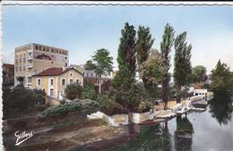 16---MANSLE--les Rives De La Chrente Au Pied De L'hôtel Beau-rivage--voir  2 Scans - Mansle