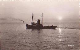 Remorqueur        730        Le Havre ( Remorqueur ) Abeille Attendant Un Navire ( 76 ? ) - Remorqueurs