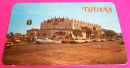Autos Voitures Nash Metropolitan 1956 Lincoln 1965 Chrysler 300 Cars Jai Alai Tijuana - Voitures De Tourisme