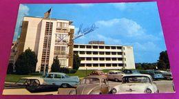 Autos Voitures Nash Metropolitan VW Cox Coccinelle 1959 Plymouth Chevrolet 1958 Oldsmobile USA Cars - Voitures De Tourisme
