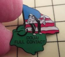 PIN1215c Pin's Pins / De Belle Qualité Et Rare : SPORTS : BAGARRES EN PYJAMA Les Sous- DOUAI FULL CONTACT - Judo