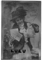 Femmes N° 315 : Belle Cpa En Mauve : Lettre Beau Chapeau Année  ; édit. P C N° 4352 ; Heureuse Année - Femmes