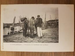 Concarneau.pêcheurs De Sardines Sur La Digue.édition Laussedat 8 - Concarneau