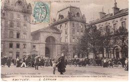 CPA.PARIS LA FOULE LE LENDEMAIN DE L'ACCIDENT DU METROPOLITAIN ALLANT RECONNAITRE LES VICTIMES.10 AOUT 1903 - Francia
