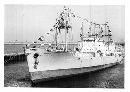 """Photo  Moderne Bateau Identifié """" Douaisien """" C.B.V.N 1950 Arsenal De Lorient 1955 """" Saint André """" De Lorient ."""" Argosky - Schiffe"""