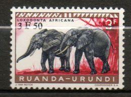 RUANDA-URUNDI  Eléphans 1960 N° 224 - Ruanda-Urundi