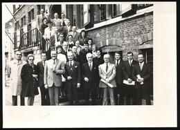 EEKLO  FOTO 18 X 13 CM  HULDE LAUREATEN VAN DE ARBEID 1973 - Eeklo