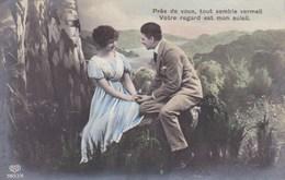 Couple In Love, Amoureux, Près De Vous, Tout Semble Vermeil, Votre Regard Est Mon Soleil (pk43603) - Couples