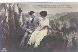 Couple In Love, Amoureux, L'oiseau Gazouille Au Bois, La Fleur Est Eveillée.....  (pk43607) - Couples