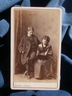 Photo CDV Bertall  - Fin Second Empire Couple Regardant Un Album Circa 1870 L354A - Photographs