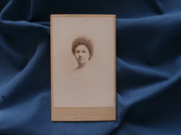 Photo CDV Billard à Angoulème  Portrait Jeune Femme  Tour De Cou En Perles - CA 1895 - L348A - Photos