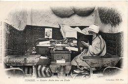 Tunisie. Notaire Arabe Dans Son étude - Túnez