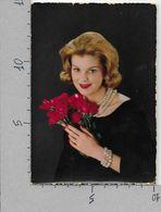 CARTOLINA VG ITALIA - Donna Con Mazzo Di Rose - Festa Della Mamma - 10 X 15 - ANN. 1967 - Photographs
