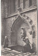 Cp , 29 , LE FOLGOËT , La Fontaine Sacrée Au Chevet De La Basilique N.-D. De Folgoët - Le Folgoët