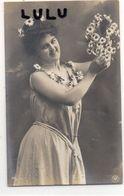 FEMMES N° 340 : Portrait Pâquerettes ; édit. N P G N° 681/1 - Femmes