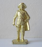- KINDER. Figurine En Métal. Série N°38. Les Mousquetaires N°4 - - Metal Figurines