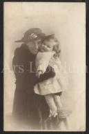Photo Postcard / Foto / Photograph / Girl / Fille / Mother / Mère / Photographer / 1916 / England - Photographie