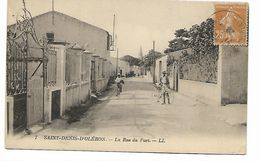 17 - Ile D'Oléron -   SAINT-DENIS  -  La Rue Du Port - Animée  Cyclistes Couleur Gris - Ile D'Oléron